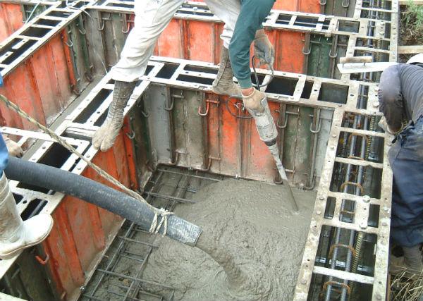 基礎底盤のコンクリート打設