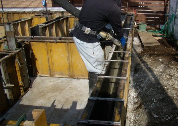 基礎立ち上がりのコンクリート打設