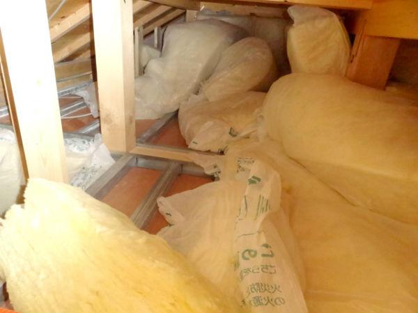屋根裏の断熱材